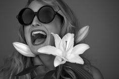 Rounds // Linda Farrow Luxe Linda Farrow Sunglasses, Eyewear Trends, Fashion Pictures, Get Dressed, Eyeglasses, Spring Fashion, Hello Sunshine, Yearning, Stylish