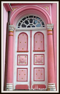 Pink Door. Photo by silwittmann, taken on May 15, 2010 in São Pedro de Alcântara, Santa Catarina, Brazil..