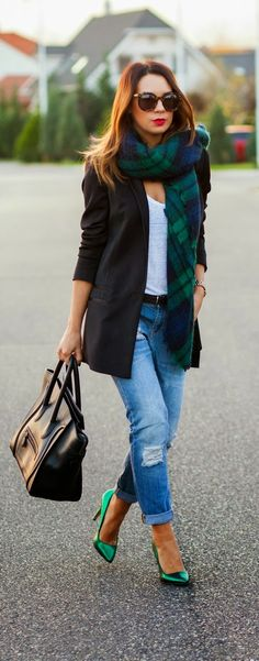 17 Black Blazer Outfit Ideas - Low neck white casual top with boyfriend jeans Blazer Jeans, Blazer Outfits, Casual Outfits, Long Blazer, Black Blazer Outfit Casual, Jeans Heels, Mode Outfits, Winter Outfits, Winter Clothes