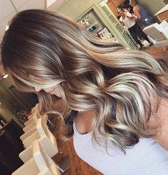 What is the best hairstyle for a round face best hairstyle for fine straight hair,women hairstyles plus size women hairstyles medium bob,women hair color balayage feathered hairstyles long. Brown Hair With Highlights, Brown Blonde Hair, Light Brown Hair, Color Highlights, Platinum Highlights, Caramel Highlights, Brunette Going Blonde, Brunette Blonde Highlights, Chunky Highlights