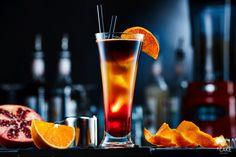 """Kawowe drinki MK Café - w naszym obiektywie  MK Café to kawa polecana przez mistrzów parzenia kawy – baristów, która z sukcesem buduje wizerunek marki-eksperta m.in. poprzez nowatorskie projekty. Idealnym przykładem takich działań jest projekt """"MK Café Cocktail Bar"""", w którym mieliśmy przyjemność uczestniczyć.  MK Café Cocktail Bar to wachlarz znanych i lubianych drinków, przygotowanych w tradycyjny sposób, tym razem z kawą. Nowe wersje orzeźwiającego Mojito czy tęczowego Sex on The Beach…"""