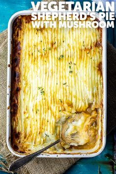 This easy vegetarian shepherds pie recipe made with a healthy filling of mushrooms and other vegetables. Its the best veggie comfort food. Vegetarian Shepherds Pie, Tasty Vegetarian Recipes, Vegetarian Main Dishes, Vegan Dishes, Healthy Pie Recipes, Veggie Recipes, Healthy Cooking, Easy Dinner Recipes, Cooking Recipes