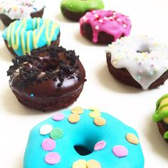 Mini colorful chocolate & chocolate chips DONUTS  Pedidos a  contacto@kekukis.com.ar FB: Kekukis Patisserie  #donuts #minidonuts #chocolatedonuts #colorfuldonuts #chocolate #icing #chocolatechips #sweet #colors #pastry #pasteleria #cake #torta #pastel #yummy #desserts #dessertporn #delicious #food #foodpics #foodporn #foodpornshare #love #bake #bakery