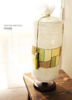 이웃님들 안녕하세용~~^^  오늘은 규방지기가 넘 마음에 드는 신상을 들고왔답니다. 아시겠지만,우... Korean Traditional, Traditional Dresses, Uñas Diy, Quilt Stitching, Handicraft, Fabric Design, Silk Fabric, Sewing Crafts, Coffee Maker