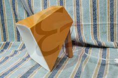 Megafono realizzato in legno e verniciato. Lampada da tavolo