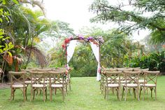 Tropical wedding ceremony | Photography: Life in Bloom Photography