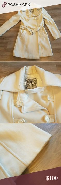 Guess white peacoat This white peacoat it sure to make you stand out, and keep you warm! It has a small smudge on the bottom and a small smudge of  the silk inside liner. Guess Jackets & Coats Pea Coats