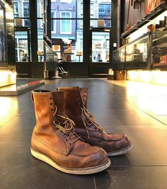 Things worth sharing by Red Wing Shoes Amsterdam Jeans And Sneakers, Jeans And Boots, Men's Shoes, Shoe Boots, Wing Shoes, Old Boots, Red Wing Boots, Rugged Style, Mens Boots Fashion