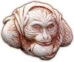 Сунь Укун - это царь обезьян. Нэцкэ Сунь Укуна символизирует долгую и счастливую жизнь, которая полна благородства, мудрости и упорства на пути к Просветлению.  Кроме того он олицетворяет правильный выбор и отделение истинного от мнимого. Чаще всего он изображается в виде обезьяны с большим персиком, который символизирует бессмертие, или как обезьяна, которая сражается с огромной птицей. Порой Сунь Укуна изображают в военном халате, в руках он держит посох, а на голове у него обруч Гуаньинь.