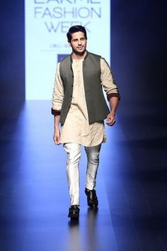 Siddharth Malhotra walks for Kunal Rawal at Lakme India Fashion Week Mens Indian Wear, Mens Ethnic Wear, Indian Groom Wear, Indian Men Fashion, Mens Fashion Wear, Men's Fashion, India Fashion Men, Fashion Sets, Winter Fashion