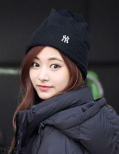 Your number one Asian Entertainment community forum! Kpop Girl Groups, Kpop Girls, Korean Girl, Asian Girl, Tzuyu Wallpaper, Chou Tzu Yu, Asian Cute, Tzuyu Twice, Female Reference