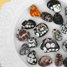 It is easy to paint these Kitty Cats on rocks with step by step instructions. A delightful craft for kids and adults alike.