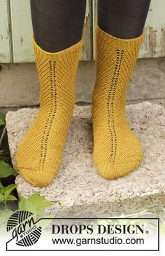 Harvest Dance - Knitted socks in DROPS Fabel. The piece is worked top down in rib. Sizes 35 - 43. Free knitted pattern DROPS 193-8