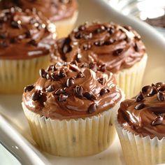 Soyez créatif et faites des cupcakes au chocolat. Un super gâteau qui impressionnera vos amis. Cette recette est parfaite pour un pique-nique les soirs d'été.