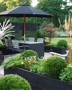 Hottest Cost-Free u shaped Raised Garden Beds Strategies Sure, that may be an odd headline. But yes, while When i first developed my personal raised garden beds I actu. Cheap Patio Furniture, Garden Furniture Sets, Furniture Ideas, Design Jardin, Diy Garden, Green Garden, Black Garden Fence, Garden Gazebo, Garden Beds