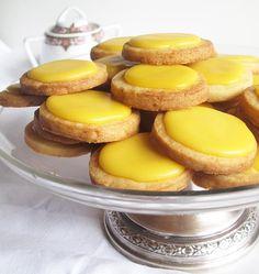 Las pastas de té de limón son la delicia de cualquier pastelería. Están hechas con masa sablé, una masa quebradiza …Continue reading »