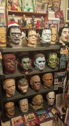 A cool famous monsters collection. Classic Monster Movies, Classic Horror Movies, Classic Monsters, Horror Monsters, Scary Monsters, Famous Monsters, Horror Themes, Horror Decor, Horror Art