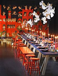 Robert Couturier sets a table for Christofle and reveals his entertaining secretsAntique dinnerware makes a memorably smart table Make your holiday tablesettings even more special with festive china and serving pieces Katie Holmes, Elle Macpherson, Sarah Jessica Parker, and other stars on how they set the table at home