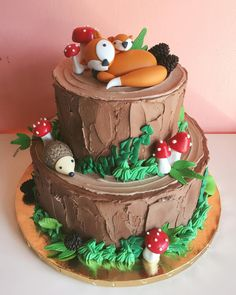 This woodland cake is made even sweeter with this fondant fox topper! Woodsy Cake, Woodland Theme Cake, Cupcakes, Cupcake Cakes, Fox Cake, Forest Cake, Forest Party, Animal Cakes, First Birthday Cakes