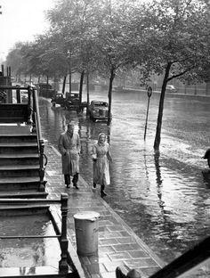 """ Rain on the Kloveniersburgwal "" Amsterdam 1955. photo: Kees Scherer"