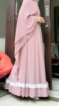 Syari and beauty Modest Fashion Hijab, Niqab Fashion, Hijab Chic, Fashion Dresses, Modest Outfits, Moslem Fashion, Mode Abaya, Hijab Fashion Inspiration, Abaya Designs