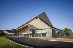 Image 3 of 12 from gallery of Thebarton Community Centre & MPH Architects. Photograph by David Sievers Architecture Awards, Roof Architecture, Commercial Architecture, Amazing Architecture, Architecture Colleges, Shed Design, Building Design, Roof Detail, Australian Architecture