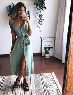 Discover recipes, home ideas, style inspiration and other ideas to try. Simple Outfits, Classy Outfits, Stylish Outfits, Fashion Line, Boho Fashion, Fashion Outfits, Fashion 2020, Dress Outfits, Casual Dresses