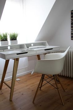 kleiner schreibtisch on pinterest h bsch interior desks. Black Bedroom Furniture Sets. Home Design Ideas
