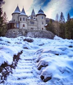 Merry Christmas Everyone! Beautiful Homes, Beautiful Places, Merry Christmas Everyone, My Favorite Image, Vacation Places, Eclectic Style, Victorian Homes, Woodland, Exterior