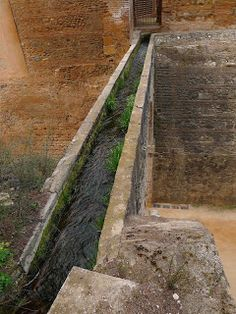 An ingenious system incorporating natural water pressure was used for all of the delicate hydraulics, bringing water from diverted streams on the hill above the Generalife. A dam on a stream diverts water through a canal to the gardens of the Generalife, and then crosses the ravine of the Cuesta del Rey Chico to the Alhambra on a high arched aqueduct. These irrigation canals, called acequias, channeled water to every part of the garden.