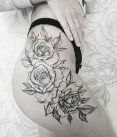Artiste de tatouage de roses: - M A R I E S Moscou - Tattoos - Rose Tattoo On Hip, Flower Hip Tattoos, Hip Thigh Tattoos, Floral Thigh Tattoos, Hip Tattoos Women, Sunflower Tattoos, Trendy Tattoos, Tattoo Hip, Tattoo Roses