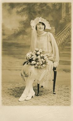 +~+~ Antique Photograph ~+~+  Beautiful Bride from the 1920s.