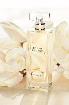 The rare bloom of Magnolia is silhouetted with bright Lemon and woody Patchouli, translating the warm brilliance of an early spring sunrise into a fragrance of casual grace.