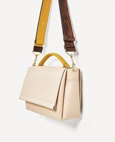 ZARA - WOMAN - CITY BAG WITH CONTRAST HANDLE Fashion Handbags, Purses And Handbags, Fashion Bags, Leather Shoulder Bag, Leather Bag, Sacs Design, Diy Purse, City Bag, Carhartt