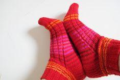 A's ALMANAKK: Lynkurs i sokker... Socks, Knitting, Fashion, Moda, Tricot, Fashion Styles, Breien, Sock, Stricken