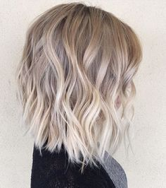 This white blonde is more on the face too and perfect . even a sweet lengthThis white blonde is more on the face too and it's perfect . even a sweet Look for Balayage Blonde Bayalage Hair, Brown Blonde Hair, Hair Color Balayage, Ombre Balayage, Balyage Bob, Blonde Waves, Blonde Honey, Ash Blonde Balayage Short, Ash Blonde Bob