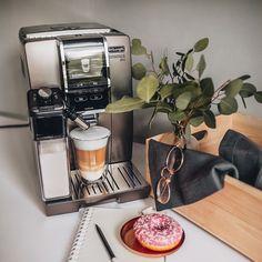 Nespresso, Coffee Maker, Kitchen Appliances, Outfit, Coffee Making Machine, Vending Machines, Products, Coffee Maker Machine, Diy Kitchen Appliances