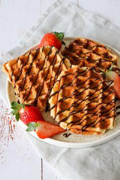 Belgiske Vafler - Hjemmelavede Sprøde Belgiske Vafler Fluffy Waffles, Pancakes And Waffles, Cake Cookies, Hot Chocolate, Tapas, Sweet Treats, Bakery, Brunch, Food And Drink