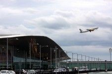 Barcelona El Prat Airport hosts the world's third largest offer of low-cost airline seats - Catalan News Agency. The #Catalan capital's #airport is the world's #third #largest centre for low-cost flights, according to a study released this week by Barcelona's Chamber of Commerce. Two thirds of the seats on offer from or to #Barcelona El #Prat #Airport are managed by low-cost companies. All Europe's main low-cost airlines fly to #Barcelona. This confirms Barcelona's #tourist #attractiveness.