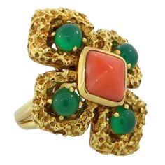 1STDIBS.COM Jewelry & Watches - Van Cleef and Arpels - VAN CLEEF & ARPELS Coral and Chrysoprase Ring - Waldmann Inc.