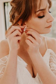 Photographer @twowildhearts_photo Flowers @rainforestgardensflorist Model @lucinda.kittel #aussiebride #wedding #dress #australia #melbourne #sydney #flowers #florist #inspo #planning #photoshoot #bohemian Melbourne, Sydney, Pearl Drop Earrings, Oc, Wedding Dress, Bohemian, Australia, Photoshoot, Pearls