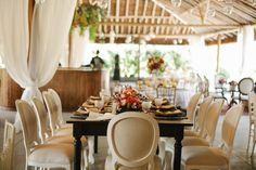 Casamento rústico-chique: mesa longa - Foto: Muniz e Maia