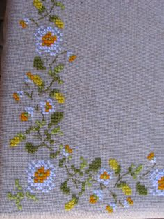 Rustic linen embroidered tablecloth with chamomiles Linen Tablecloth, Cross Stitch Embroidery, Hand Embroidery, Embroidery Designs, Cross Stitch Designs, Cross Stitch Patterns, Cross Stitch Pictures, Lesage, Hardanger