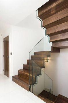 Zick-Zack-Wangentreppen von Architech Stairs & Railings, Edmonton, Red Deer & Calgary, Alberta Source by alfascale Cantilever Stairs, Wood Stairs, Glass Stair Railing, Stairs Canopy, Attic Stairs, Calgary, Straight Stairs, External Staircase, Timber Stair