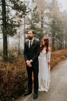 10 Steps To Plan Your Dream Fall Wedding wedding first look ideas, fall wedding first look in the fog, foggy fall wedding. Fall Wedding Gowns, Wedding Dresses, Fall Dresses, Hair Wedding, Autumn Wedding, Wedding Bouquet, Wedding Makeup, Boho Wedding, Bridal Hair