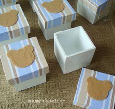 Caixinha em madeira para lembrancinha pintada de branco, com tampa forrada em…