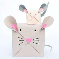 Topolini natalizi - Pacchetti regalo a forma di topolino. Photocredit: handmadecharlotte