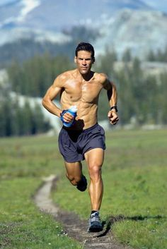 Karnazes: the man who can run for ever Dean Karnazes has run a marathon in all 50 states.Dean Karnazes has run a marathon in all 50 states. Running Pose, Running Man, Running Workouts, Running Tips, Fun Workouts, Trail Running, Running Humor, Yoga Inspiration, Fitness Inspiration