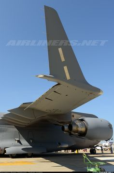 Boeing C-17A Globemaster III aircraft picture Cargo Aircraft, Military Aircraft, Fighter Aircraft, Fighter Jets, C 17 Globemaster Iii, Strategic Air Command, Royal Australian Air Force, Military Pictures, Landing Gear