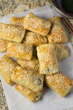 In these dim sum style bbq pork pastry, the roast pork (char siu) was first stir fried with onions and hoisin sauce, then baked inside the puff pastry. Puff Pastry Dough, Puff Pastry Recipes, Chinese Bbq Pork, Chinese Food, Chinese Desserts, Baking Buns, Pork Buns, Cuban Recipes, Hawaiian Recipes